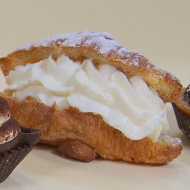 Croissant cioccolato, crema e panna